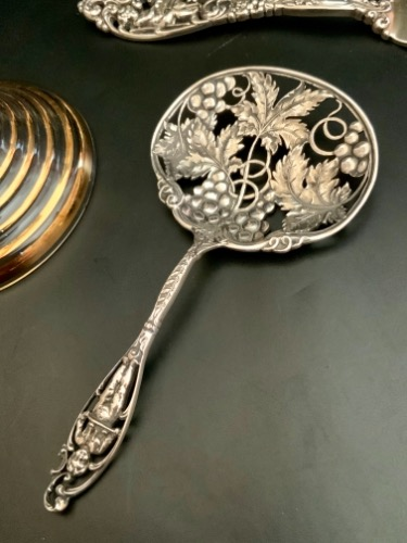 "Dominick & Haff 스털링 ""Labors of Cupid"" 너트 스픈  Dominick & Haff Sterling ""Labors of Cupid"" Nut Spoon circa 1900"