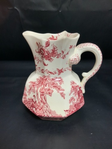 메이슨 'Watteau' 레드& 화이트 전사 피쳐 W/용 핸들 Mason's 'Watteau' Red & White Transferware Pitcher With Dragon Handle C. 1940's