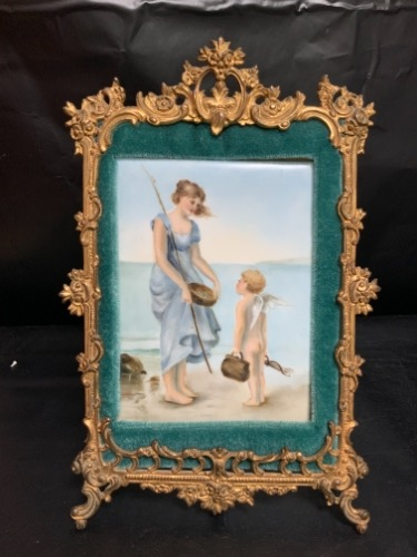 Tressemane & Vogt 리모지 핸드페인트 도자기 타일 빅토리언 메탈 프래임  Tressemane & Vogt Hand Painted Porcelain Tile in Great Victorian Cast Frame dated 1893